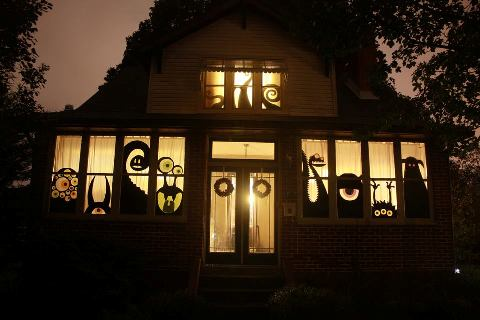 i know we dont go all out for halloween on this side of the pond but in america the decorations have already gone up and i cant resist sharing the